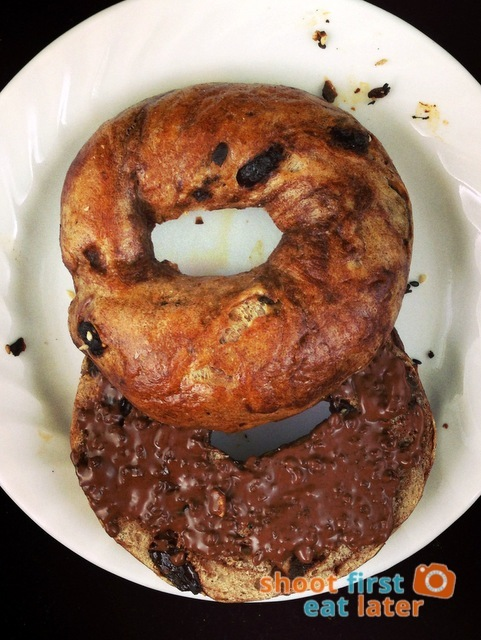 L.E.S. Bagels - cinnamon raisin bagel with Ovomaltine crunchy cream . Bagels -017