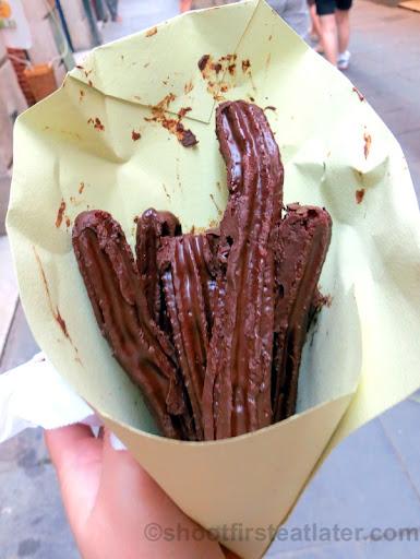 xurros de xocolata €1.20-100 grams