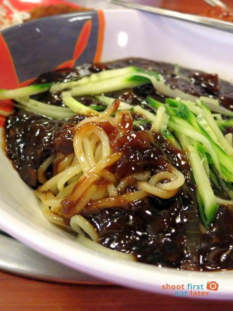 Han Guuk Guan- jaa jung meon black bean noodles