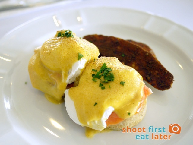 Eggs Benedict with smoked salmon P400