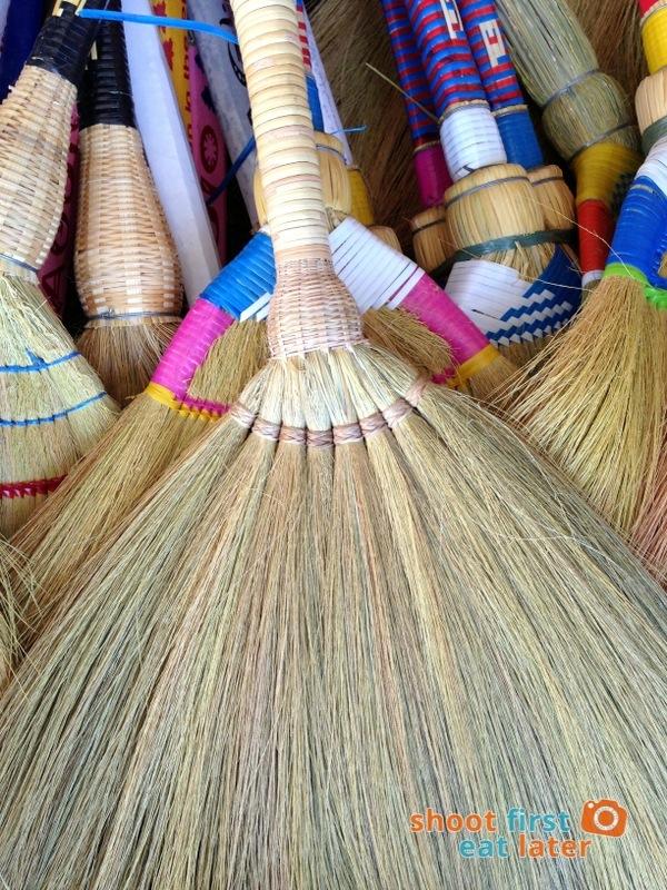 8 fingers walis (broom)-001
