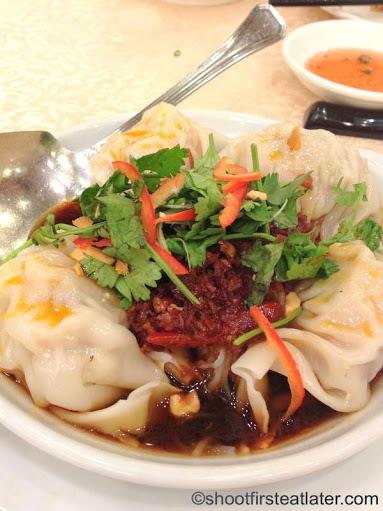 Shanghai wonton in chili & sour sauce