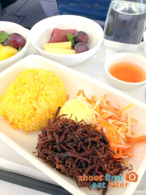 Philippine Airlines business class breakfast - beef adobo flakes-001