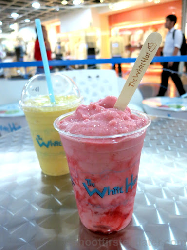 White Hat Italian Yogurt- strawberry cheesecake smoothie P150-001
