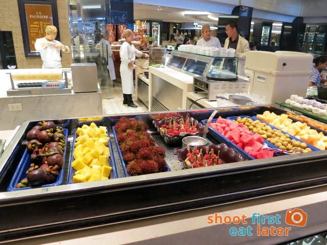 Spiral Buffet- fresh tropical fruits
