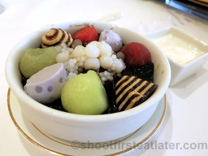 chilled sweetened sago cream with fresh fruits, coffee & taro puddings HK$26