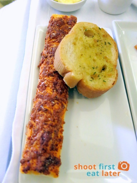 SQ 919 A330-300 business class meal - garlic bread