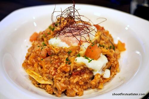Mushroom & chicken risotto w/ fresh tomato & hot spring egg
