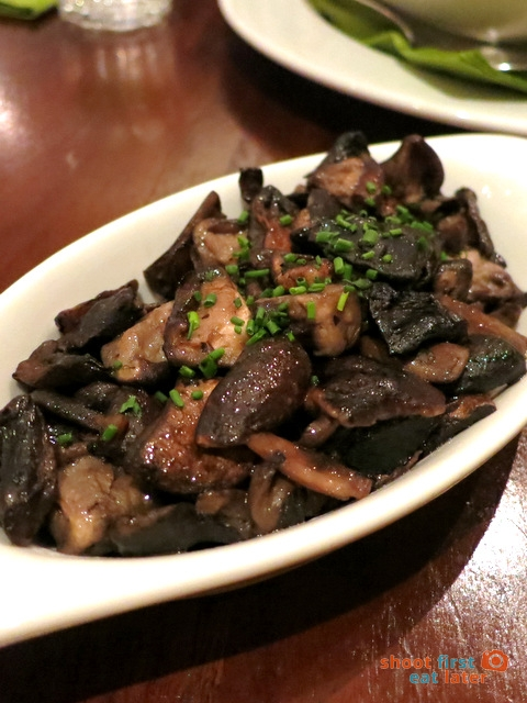 sautéed shitake & button mushrooms