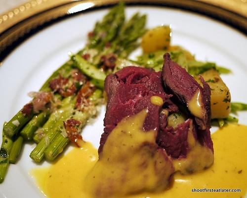 tenderloin w/ bearnaise sauce
