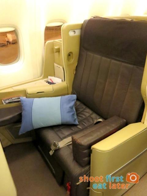 SQ 285 Boeing 777 300ER  business class
