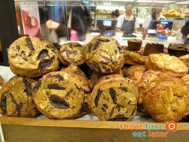 Eric Kayser Hong Kong - dark chocolate chip cookies HK$22
