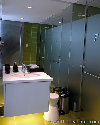 Cerchio's common bathroom