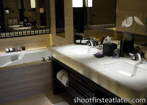 Ritz-Carlton Hong Kong Deluxe Room-5