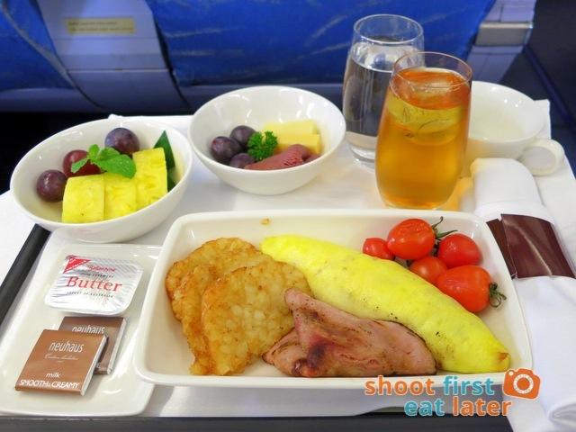 Philippine Airlines business class breakfast - mushroom & Gruyere omelette