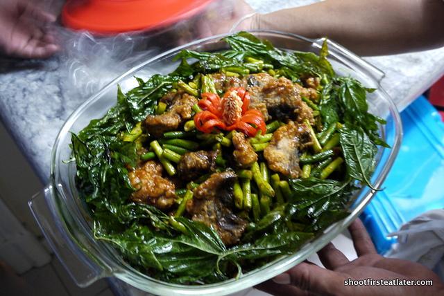 catfish w/ string beans & fried Thai basil leaves