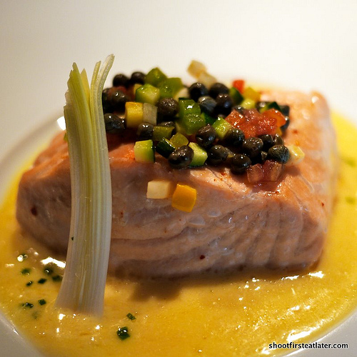 Scottish salmon fillet w/ white wine & butter sauce