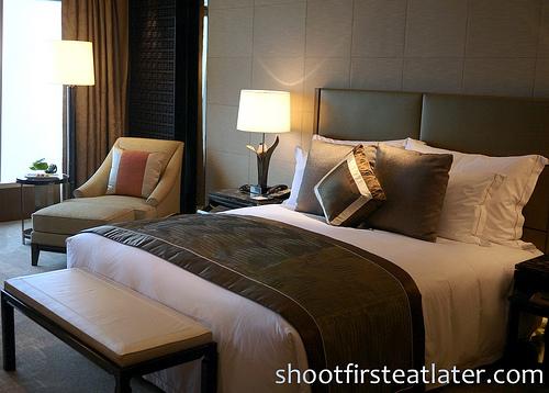 Ritz-Carlton Hong Kong Deluxe Room-3
