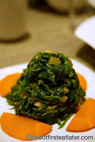 spinach with 8 delicacies