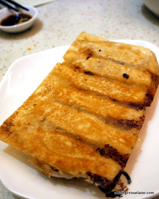 pan fried hotbed chives dumplings