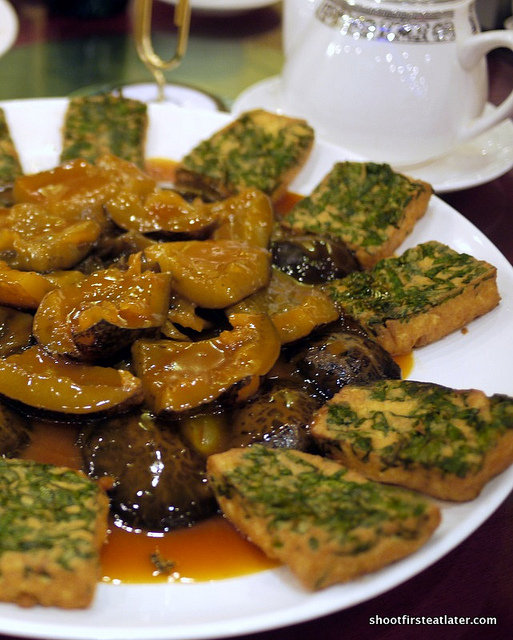 polon tofu w/ sea cucumber & black mushroom