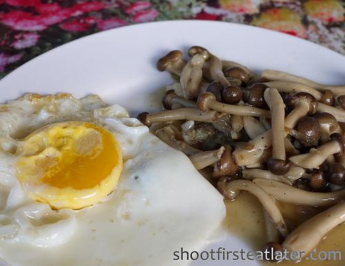 my breakfast - egg w: shimeji mushrooms