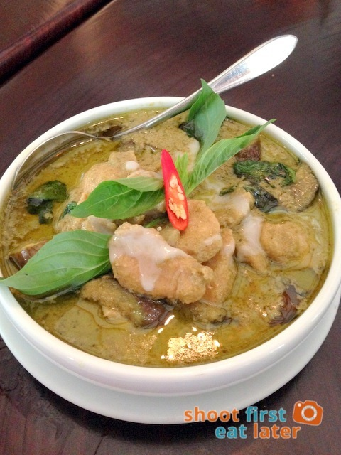 Azuthai - Green Chicken Curry with Eggplant and Basil (Gaeng Kew Wan Gai)  P345