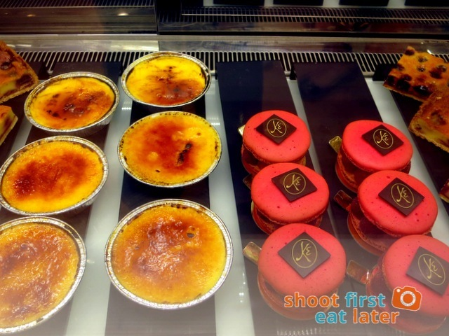 Eric Kayser Hong Kong - creme brulee, raspberry & pistachio macaron