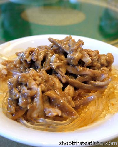 chilled shredded chicken w/ sesame & peanut sauce