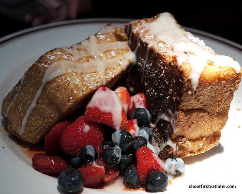 BBBC brioche French toast w/ fruits