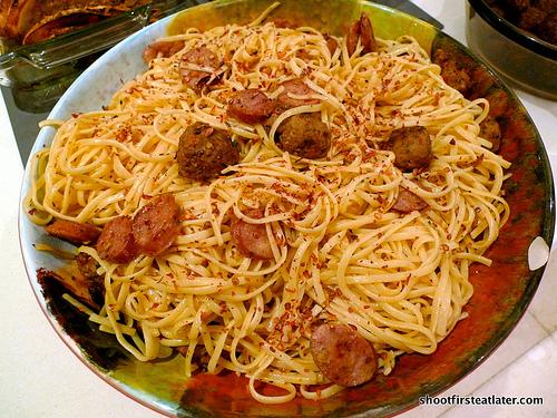 garlic pasta w/ sausage & chicken meatballs