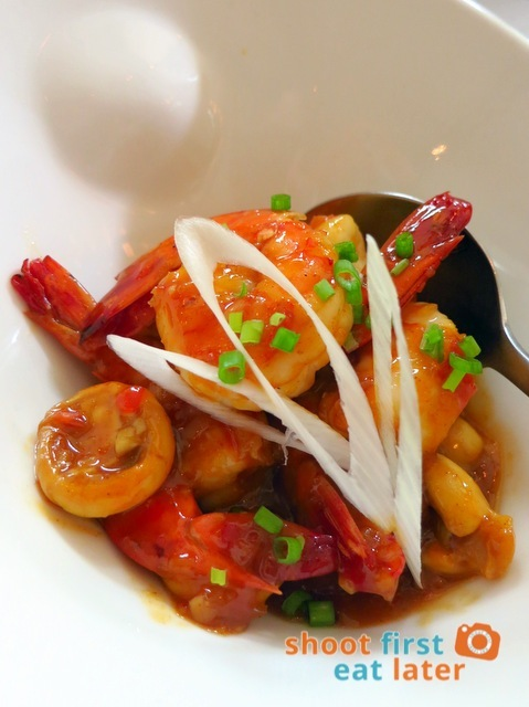 GAMBAS sautéed prawns in sweet chili sauce