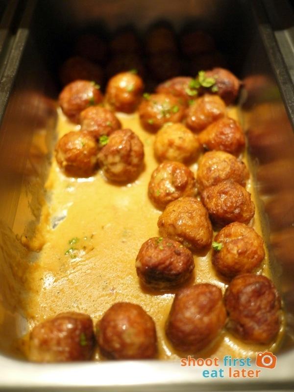 Alba Restaurante Español- Albondigas de Pollo (chicken meatballs in cream & gravy)