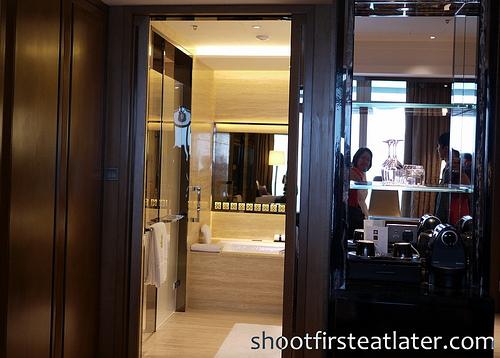 Ritz-Carlton Hong Kong Deluxe Room-8