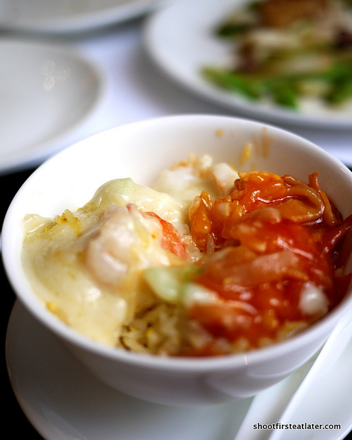 baked fried rice w/ shredded chicken & shrimp w/ tomato & cream sauce