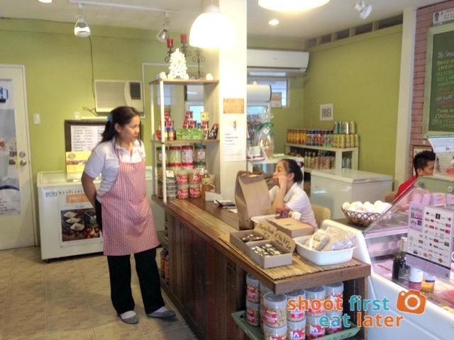 Connie's Kitchen Deli -001