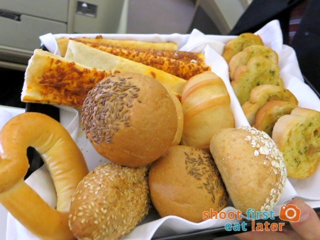 SQ 919 A330-300 business class meal - bread