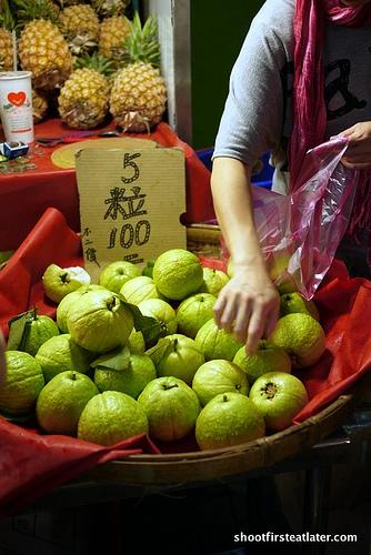 Taipei fruit and veggie market-13