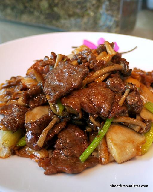 wok-fried prime angus beef w/ wild mushrooms
