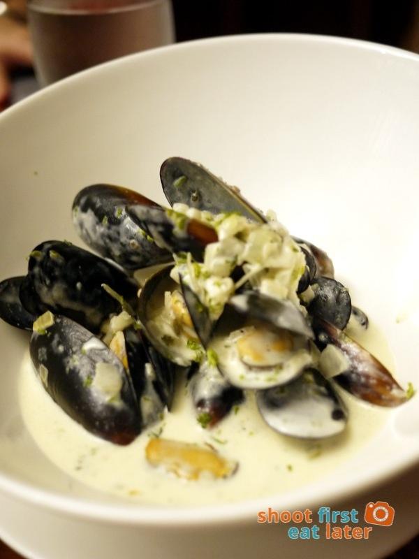 Antojos Restaurante- Chilean Mussels con Salsa Cremosa de Vino Bianco P380