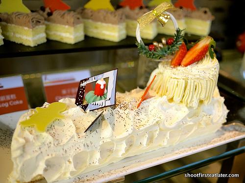 fresh fruit log cake