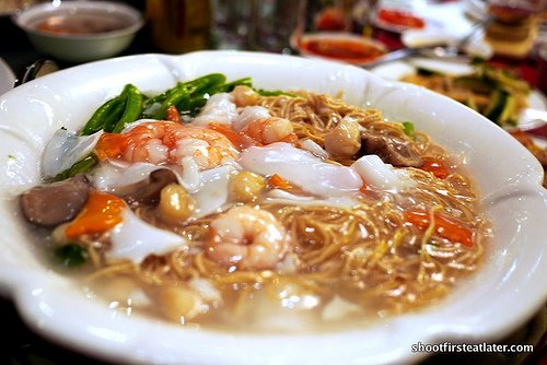 fried noodles w/ assorted seafood