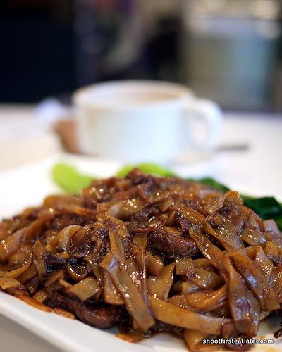 wet-fried flat noodles w/ shredded beef in Swiss sauce