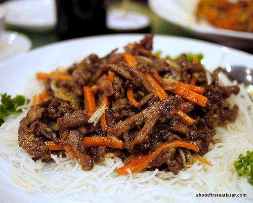 shredded duck meat w/ black pepper sauce