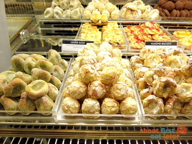 biscotti al pistachio, bocconcini, bocconcini di nonna S$1.75@