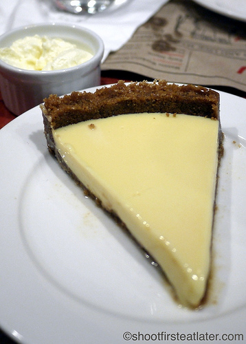 "key lime pie with ""Schlagsahne"""