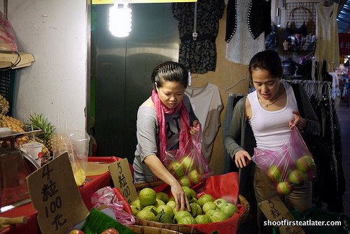 Taipei fruit and veggie market-14