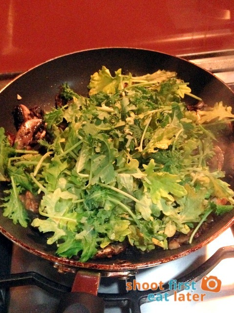 adding kale to mushroom