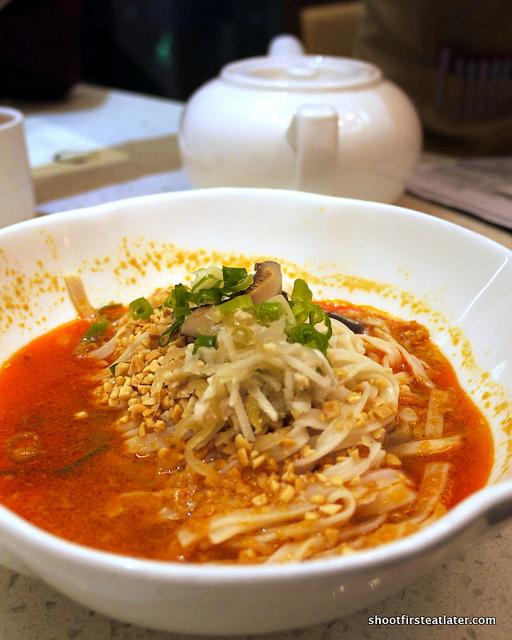 Taiwan style dan dan noodles