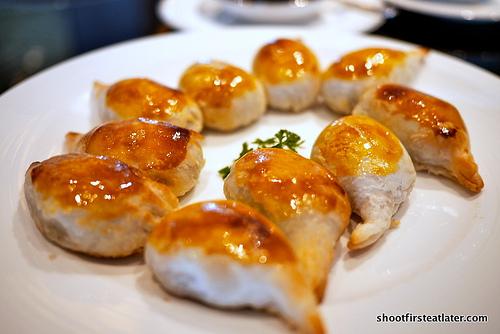 Baked Yunan ham puffs w/ conpoy & mushrooms